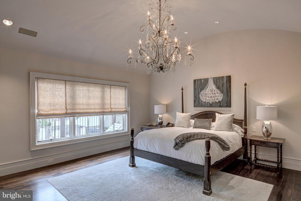 Master Bedroom - 9005 CONGRESSIONAL CT, POTOMAC