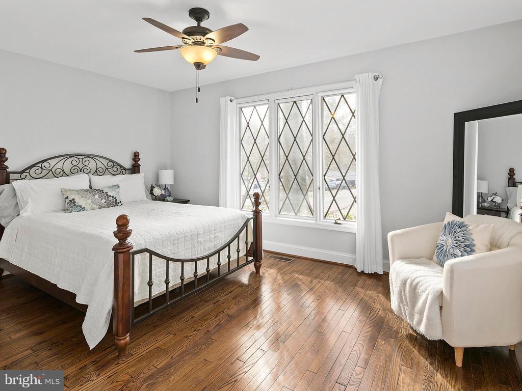 Main level guest suite with en-suite bath - 2821 N QUEBEC ST, ARLINGTON