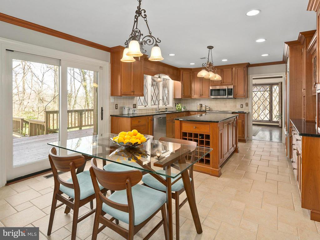 Breakfast area opens to multi-tiered deck - 2821 N QUEBEC ST, ARLINGTON