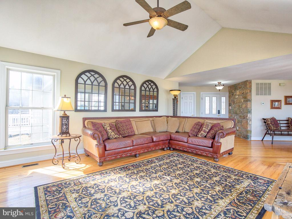 Cathedral ceiling in family room. - 17244 RAVEN ROCKS RD, BLUEMONT