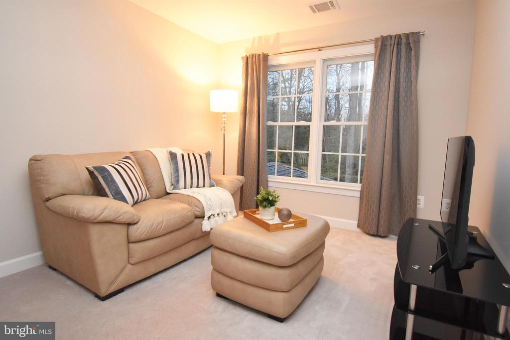 Sitting area off of master bedroom - 1590 MONTMORENCY DR, VIENNA