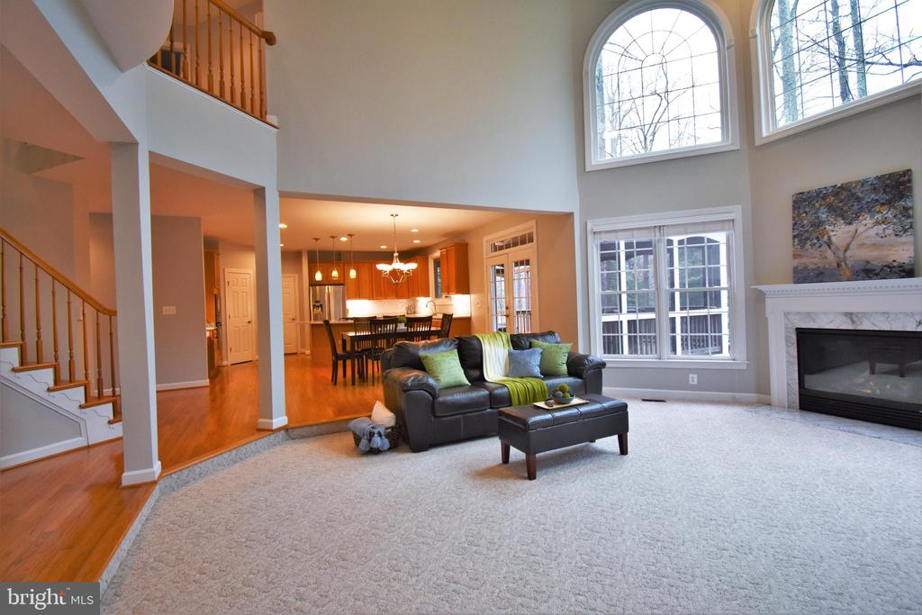 Open and bright great room - 1590 MONTMORENCY DR, VIENNA