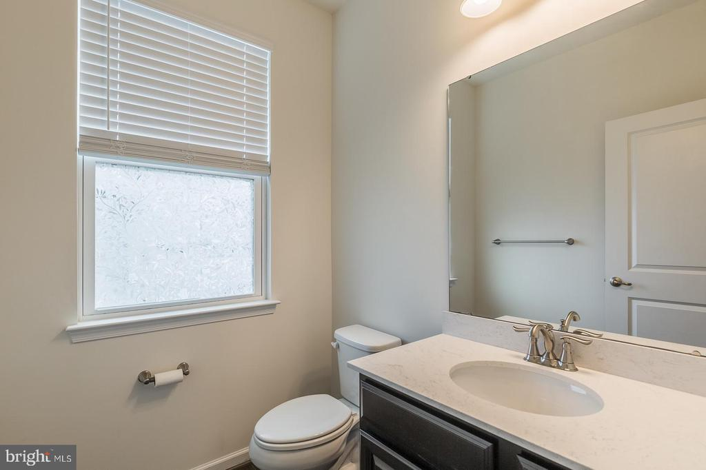 Main level half bath - 17156 BELLE ISLE DR, DUMFRIES