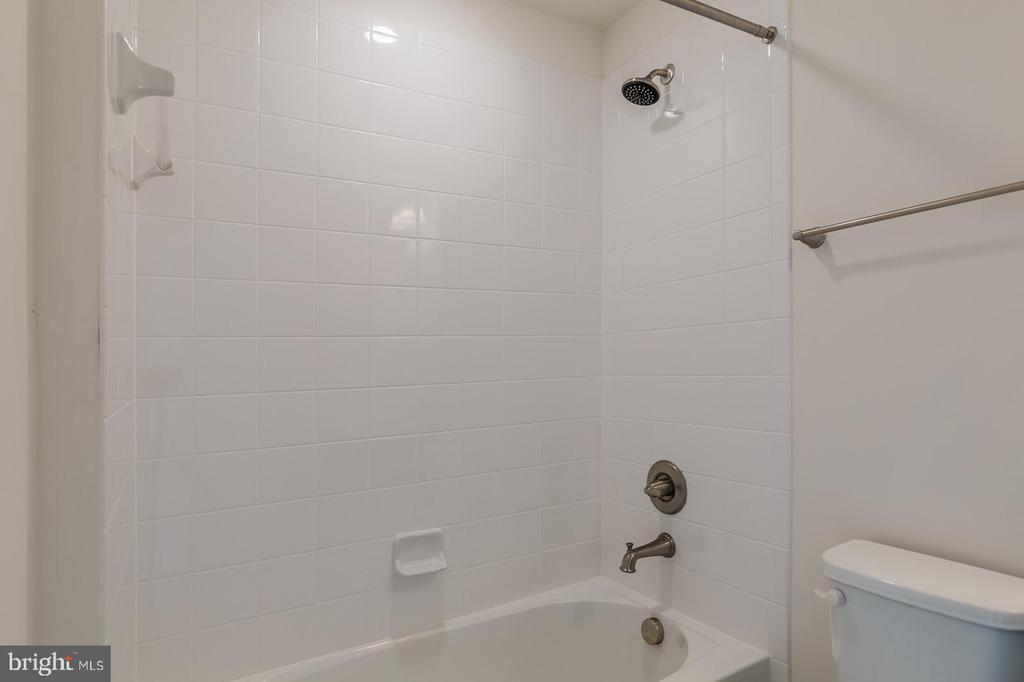 Junior suite  private full bathroom - 17156 BELLE ISLE DR, DUMFRIES