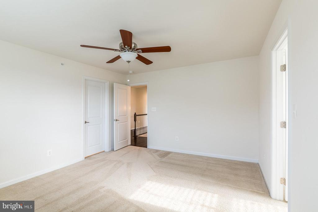 3rd bedroom connects to hall bath - 17156 BELLE ISLE DR, DUMFRIES