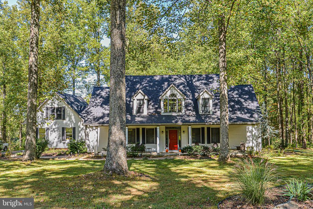 Custom-built Cape Cod - 437 WINDWOOD LN, PARIS