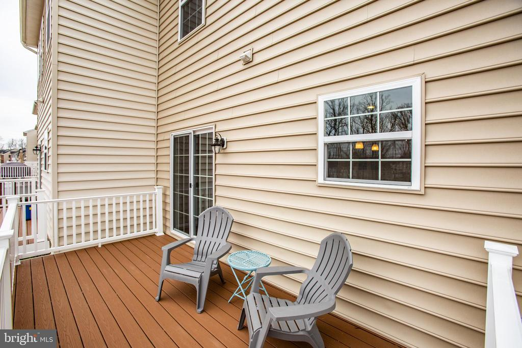 This deck is no-maintenance and has lots of space - 120 TREE LINE DR, FREDERICKSBURG