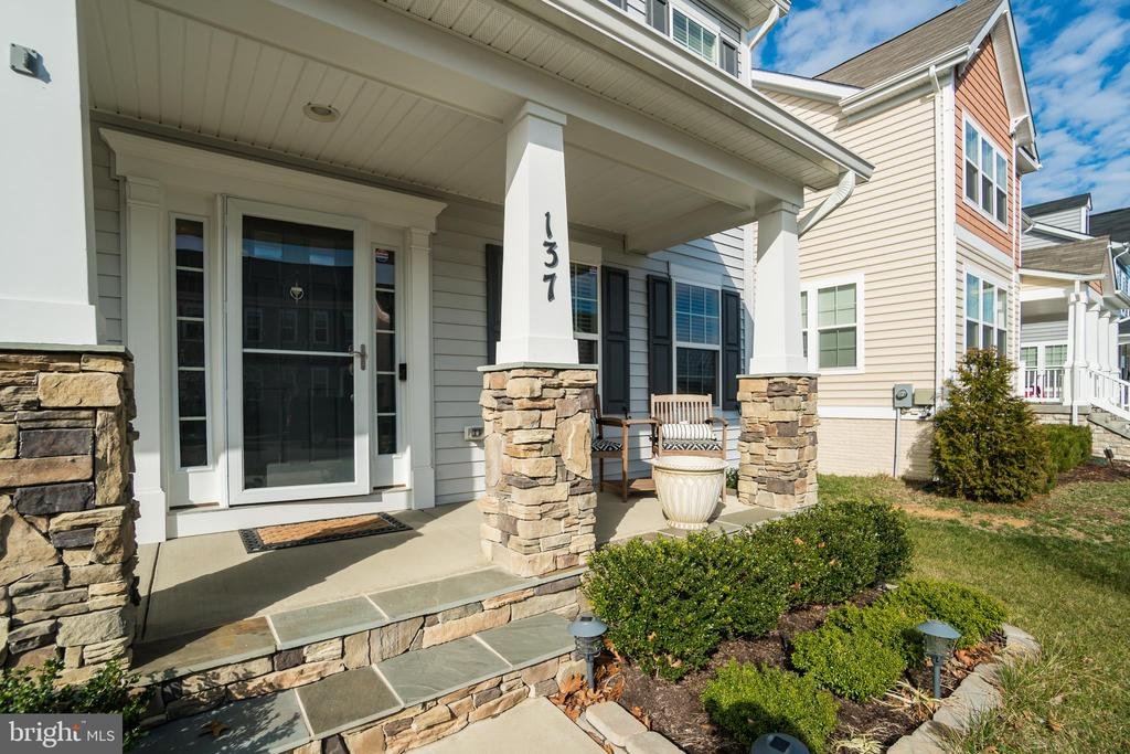 Welcoming Front Porch - 137 GARDENIA DR, STAFFORD