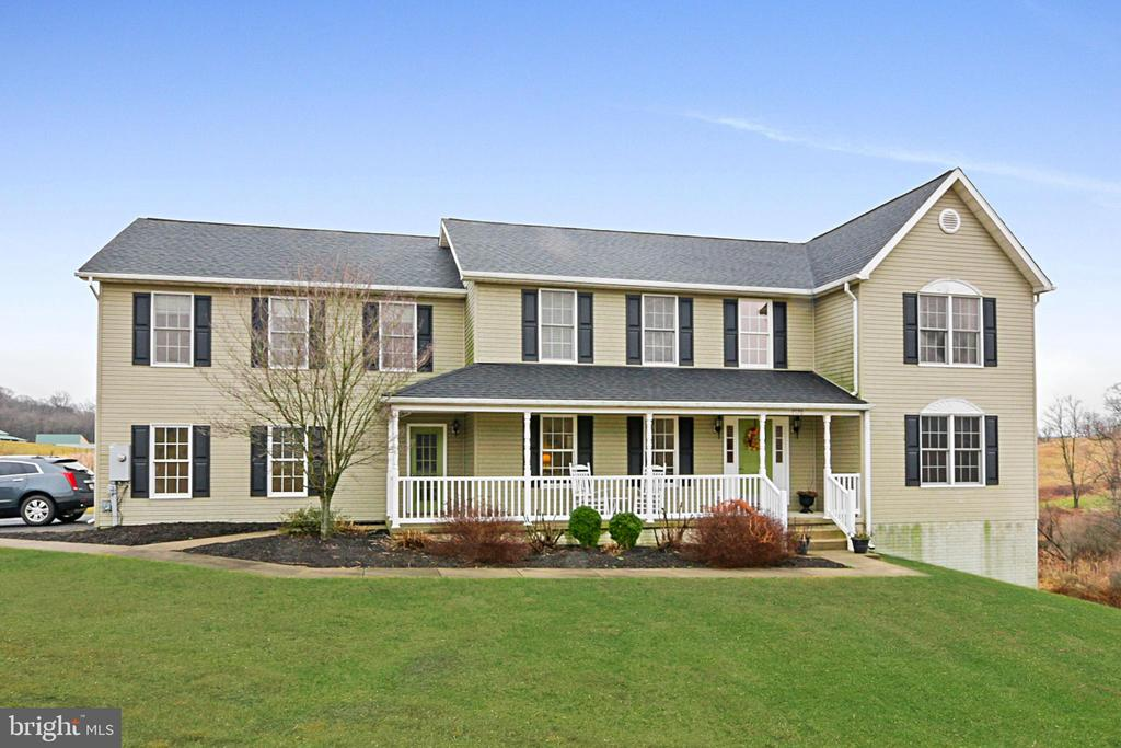 Front - 7170 WANDA DR, MOUNT AIRY