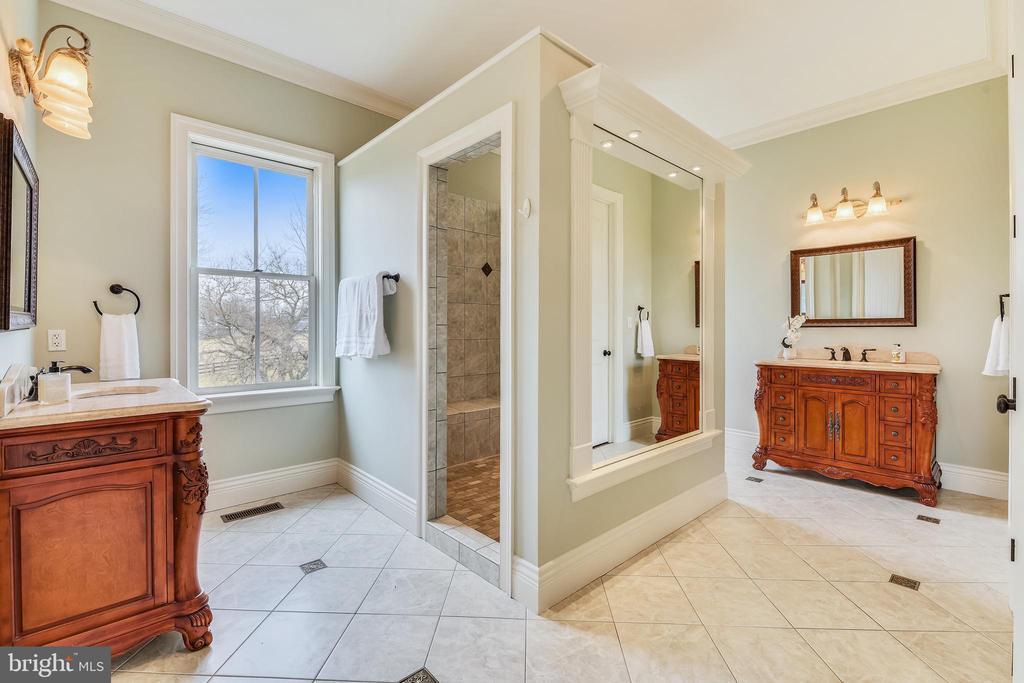 Owner's Spa Bath w/Radiant Tile Heated Floors - 15730 OLD WATERFORD RD, PAEONIAN SPRINGS