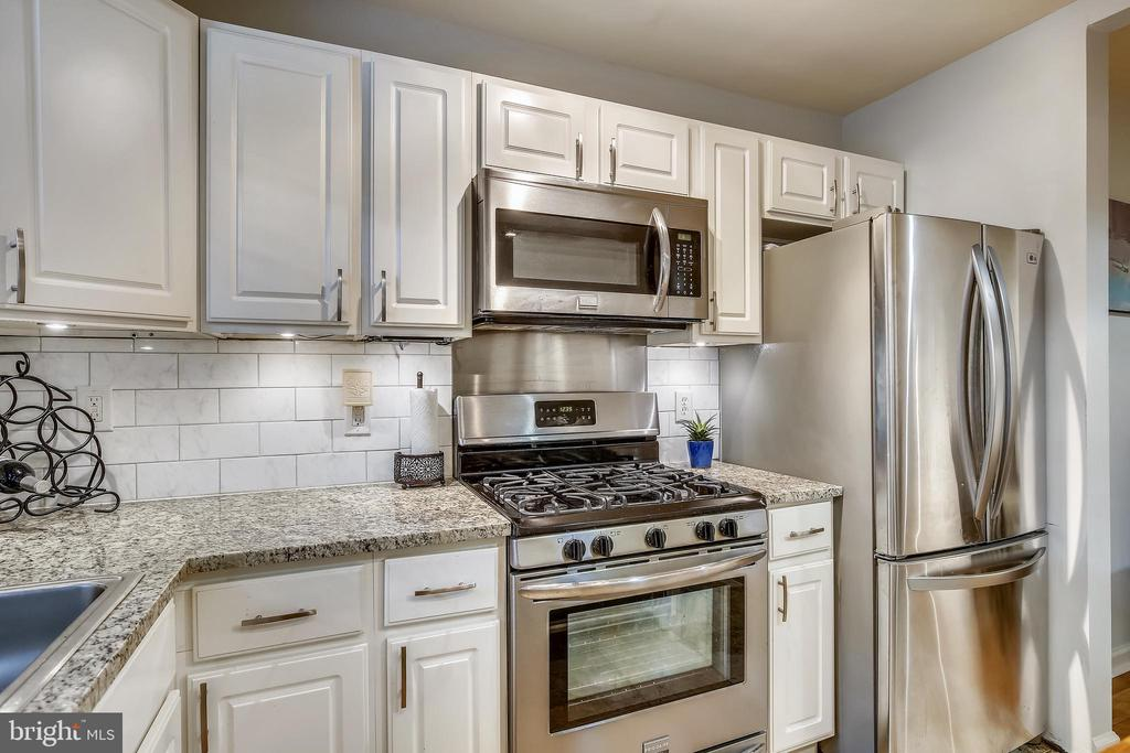 Kitchen was updated just a few years ago - 1801 CLYDESDALE PL NW #224, WASHINGTON