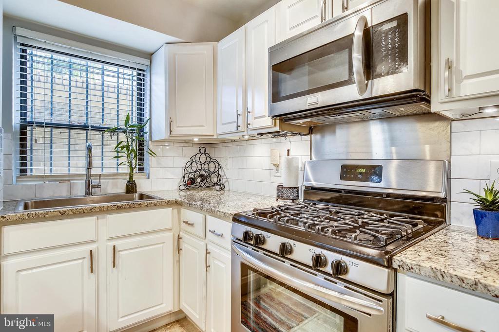 5 burner gas stove, subway tile backsplash - 1801 CLYDESDALE PL NW #224, WASHINGTON