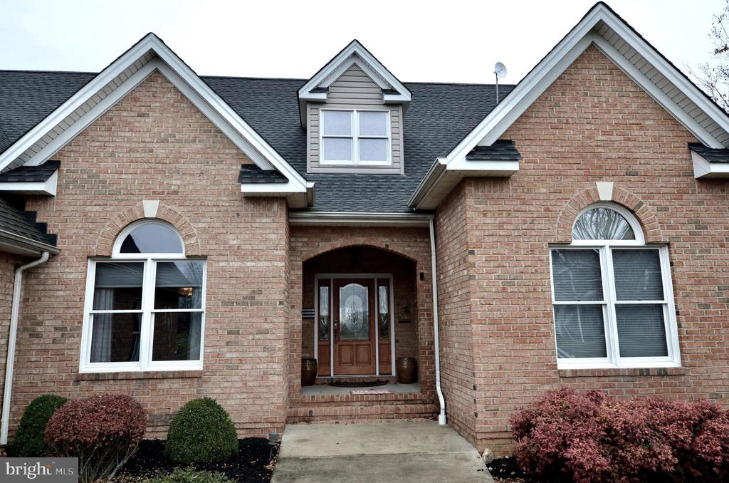 Charming contemporary entrance with brick exterior - 15805 BREAK WATER CT, MINERAL