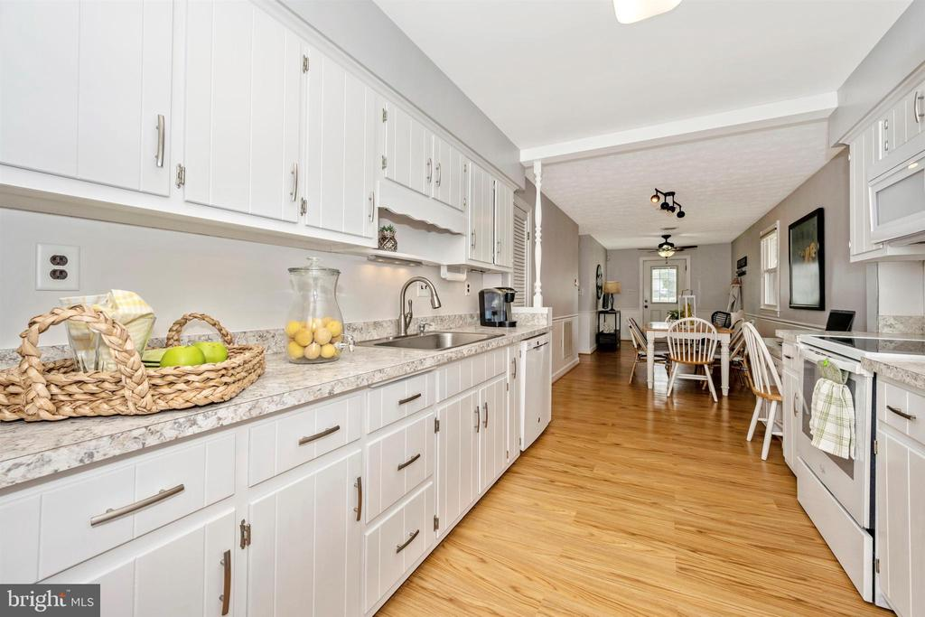 - 12 PARADISE AVE, MOUNT AIRY