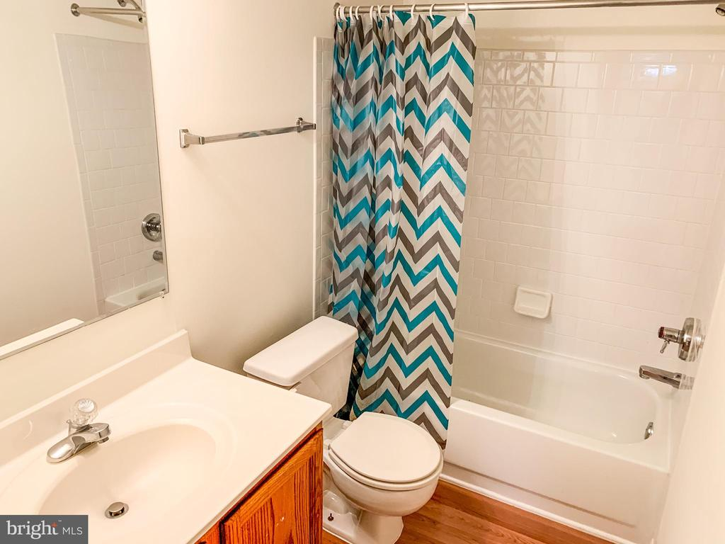 Full bath in lower level - 47400 GALLION FOREST CT, STERLING