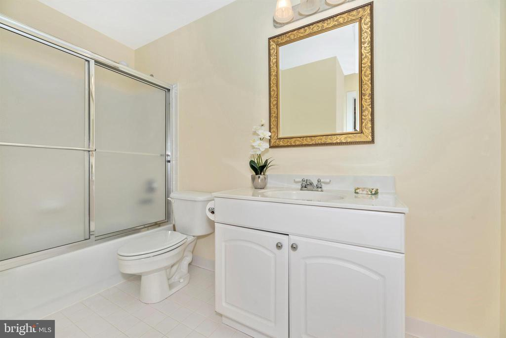 Ensuite Bath - 5221 MUIRFIELD DR, IJAMSVILLE