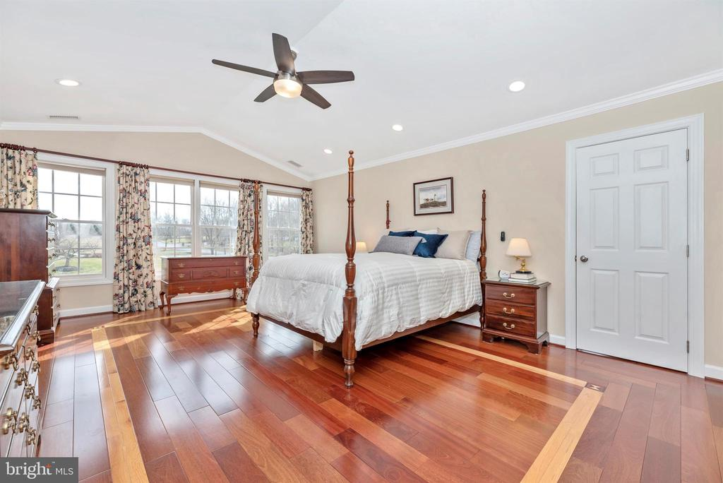 Gorgeous Hardwood Flooring - 5221 MUIRFIELD DR, IJAMSVILLE