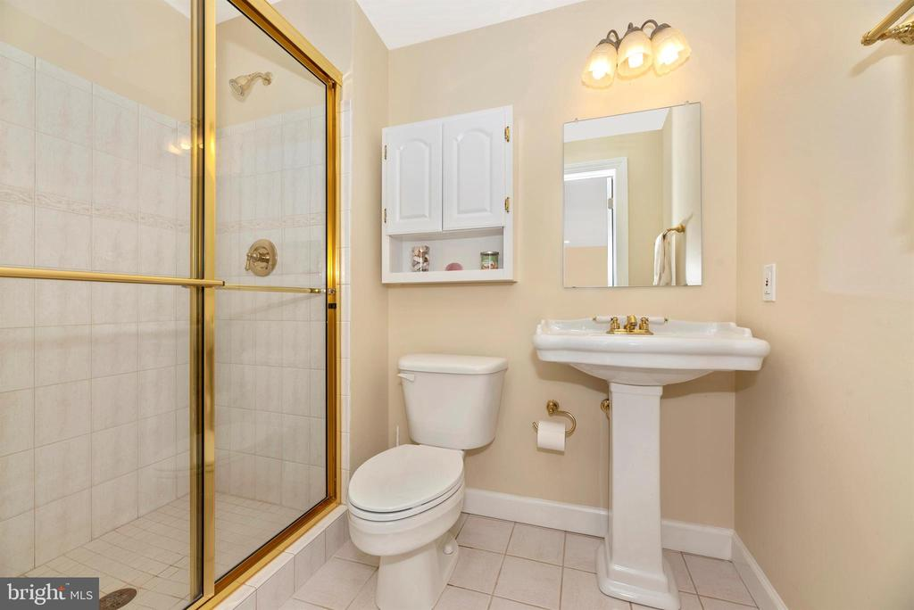 Full Bath - 5221 MUIRFIELD DR, IJAMSVILLE