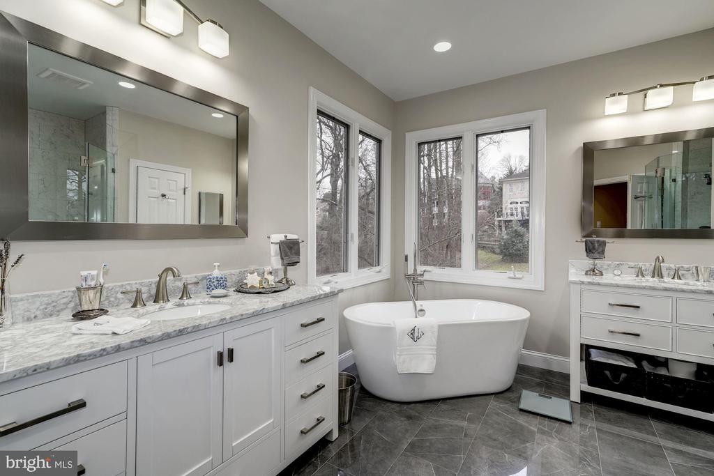 2018 New Master Bath - 3942 27TH RD N, ARLINGTON