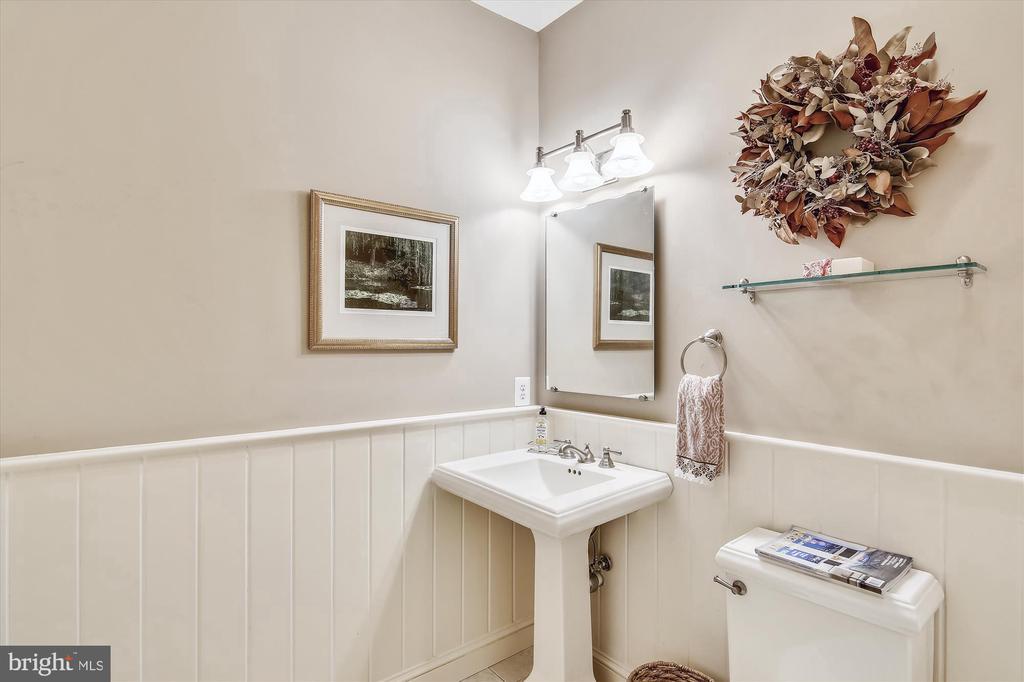 Main Level Bath - 7102 POMANDER LN, CHEVY CHASE