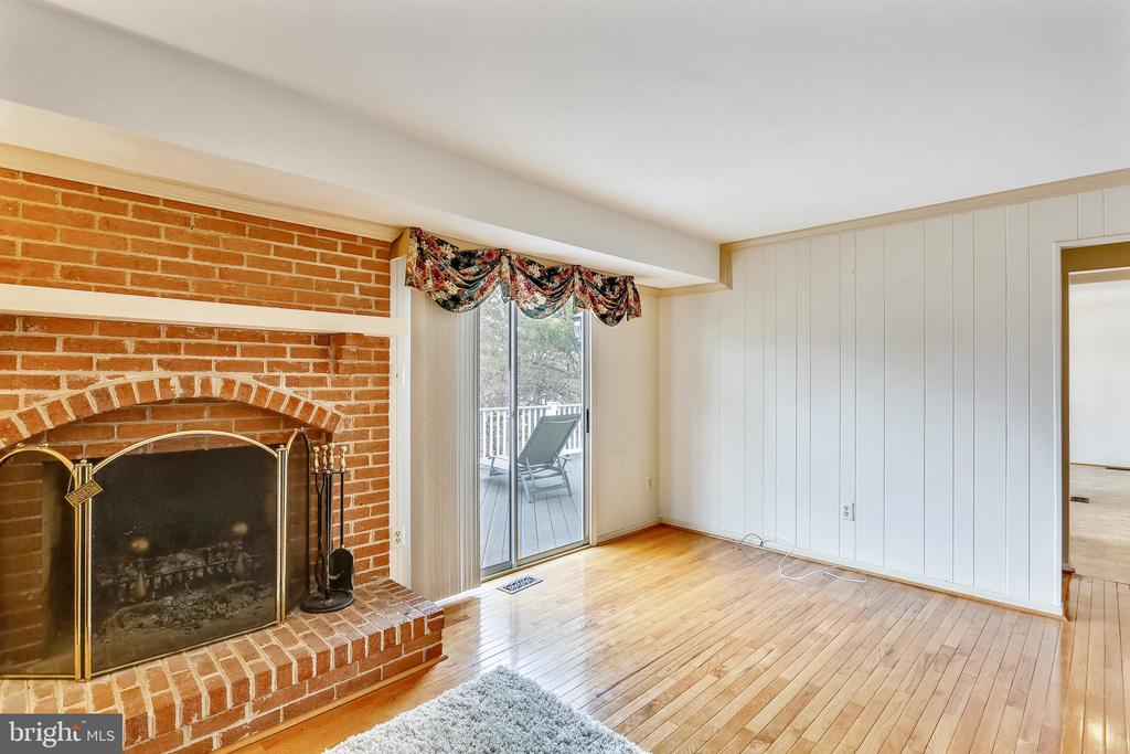 Family room with fire place - 4405 CLIFTON SPRING CT, OLNEY