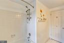 Upper shared bathroom - 4405 CLIFTON SPRING CT, OLNEY