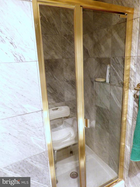 Master Bathroom - Shower - 3801 CANTERBURY RD #514, BALTIMORE