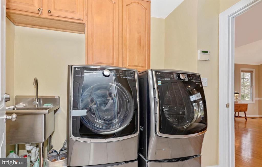 Front Loading Washer/Dryer & Stainless Sink - 5221 MUIRFIELD DR, IJAMSVILLE