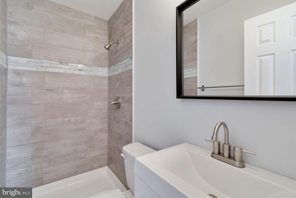 Master Bathroom - 2027 MAYFLOWER DR, WOODBRIDGE