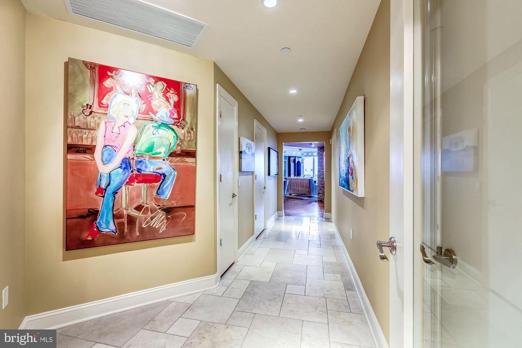 Direct Elevator Access - 1881 N NASH ST #1211, ARLINGTON