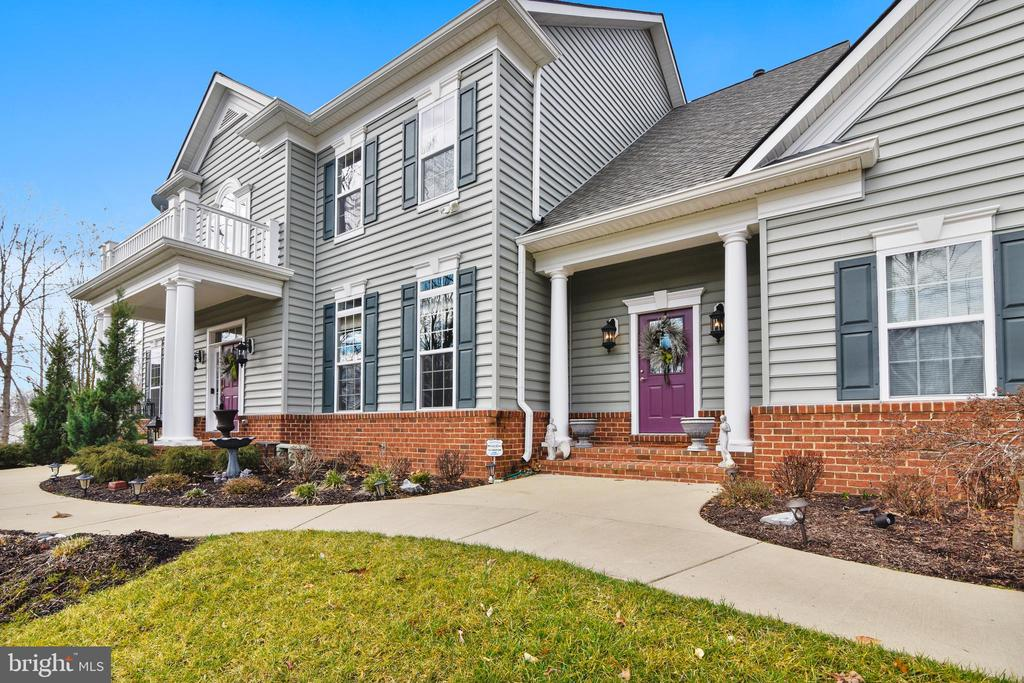 STATELY COLONIAL - 8 SNAPDRAGON DR, STAFFORD
