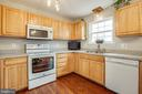 Great kitchen, with  pantry - 121 LONGVIEW DR, STAFFORD