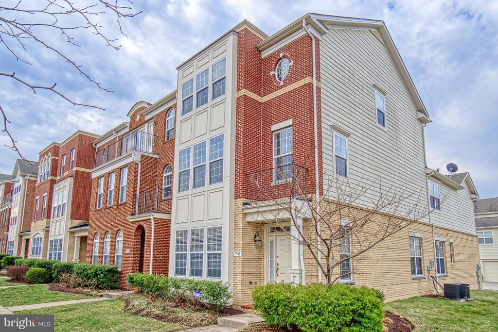 end unit townhome - 19348 GARDNER VIEW SQ, LEESBURG