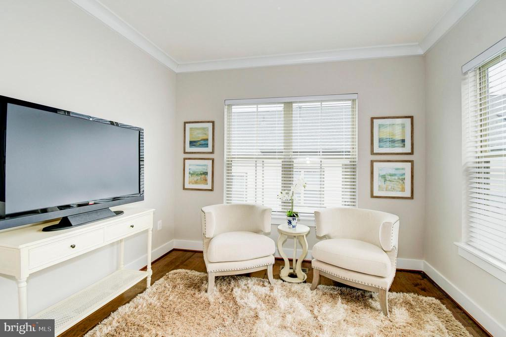 Enjoy the bright sitting room in the master. - 6103 OLIVET DR, ALEXANDRIA