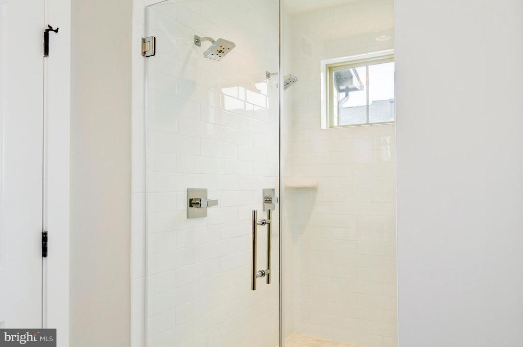 Large frameless glass shower with two showerheads. - 6103 OLIVET DR, ALEXANDRIA