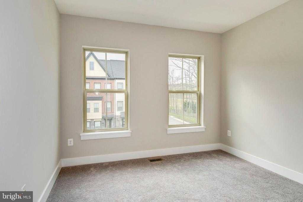 The third bedroom enjoys courtyard views. - 6103 OLIVET DR, ALEXANDRIA