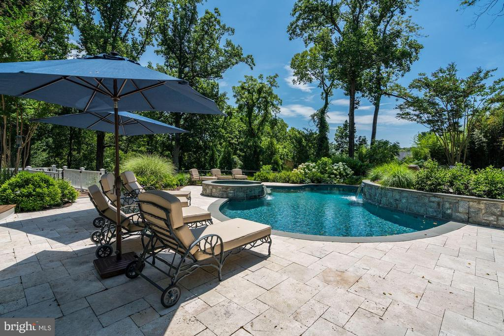 Private, 1 Acre Oasis - 8429 BROOK RD, MCLEAN