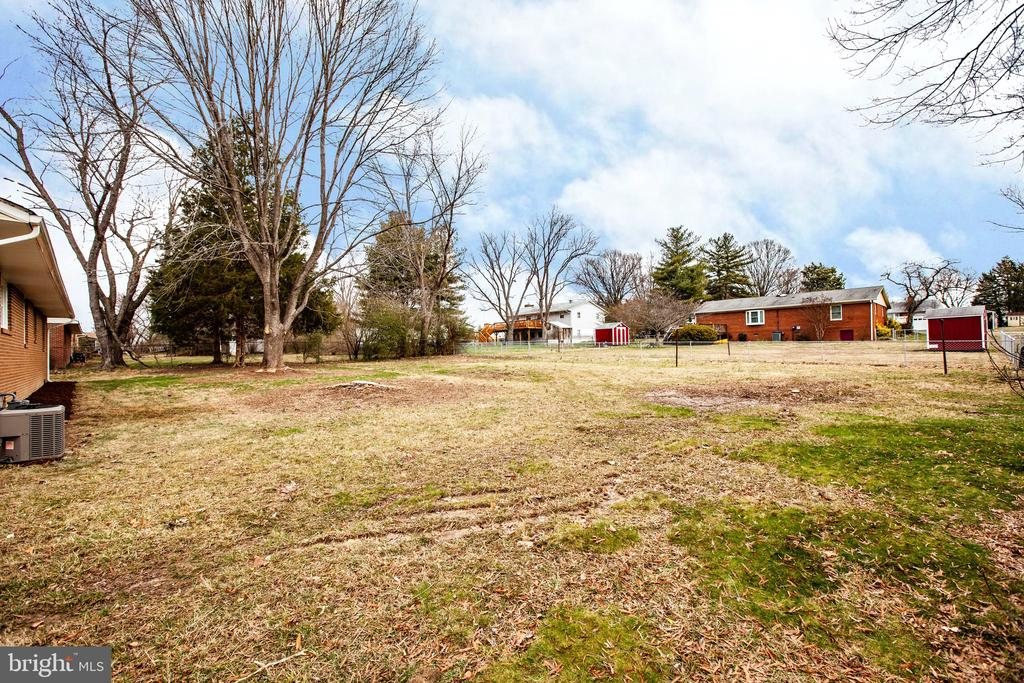 This backyard is HUGE! - 806 PAYTON DR, FREDERICKSBURG
