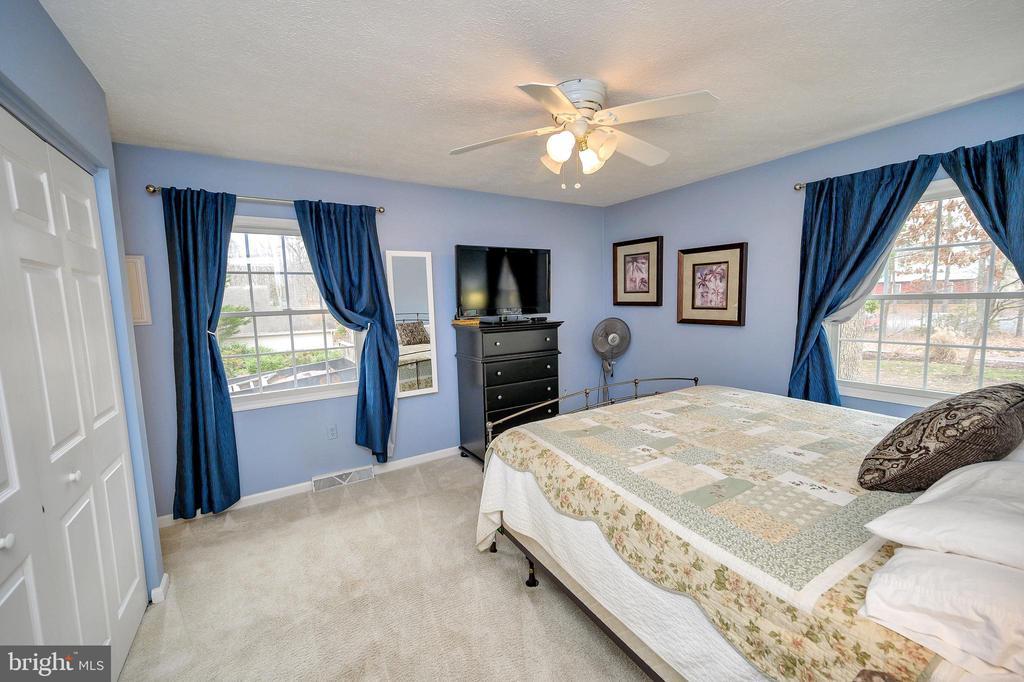 Generous-sized master bedroom - 111 FAIRWAY DR, LOCUST GROVE