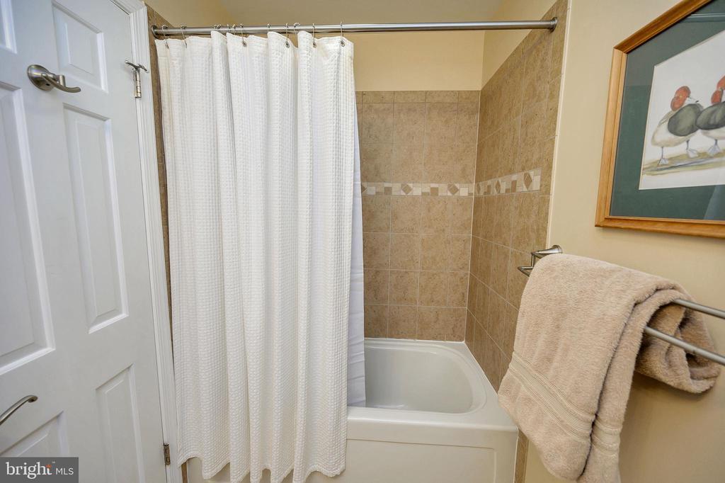 Hall bath tub/shower combo is beautifully tiled - 111 FAIRWAY DR, LOCUST GROVE