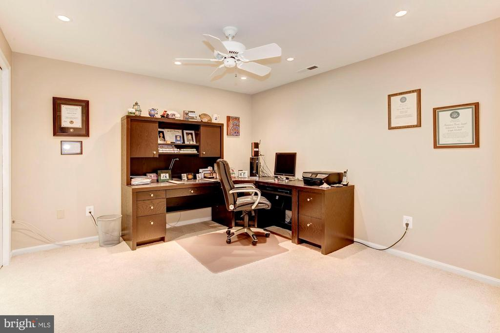 Home Office in Lower Level - 13940 SHALESTONE DR, CLIFTON