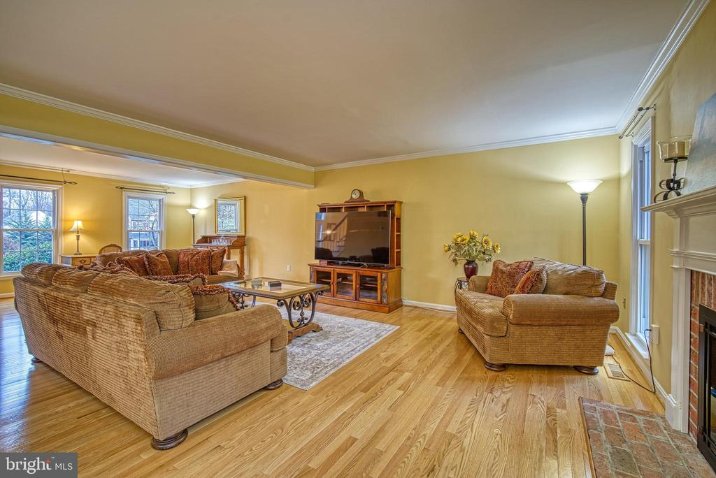 Expanded family room now completely open - 12204 KNIGHTSBRIDGE DR, WOODBRIDGE