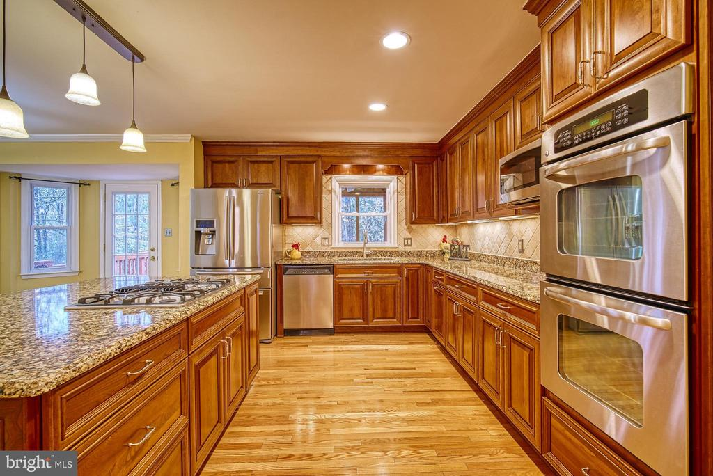 High-end appliances - 12204 KNIGHTSBRIDGE DR, WOODBRIDGE