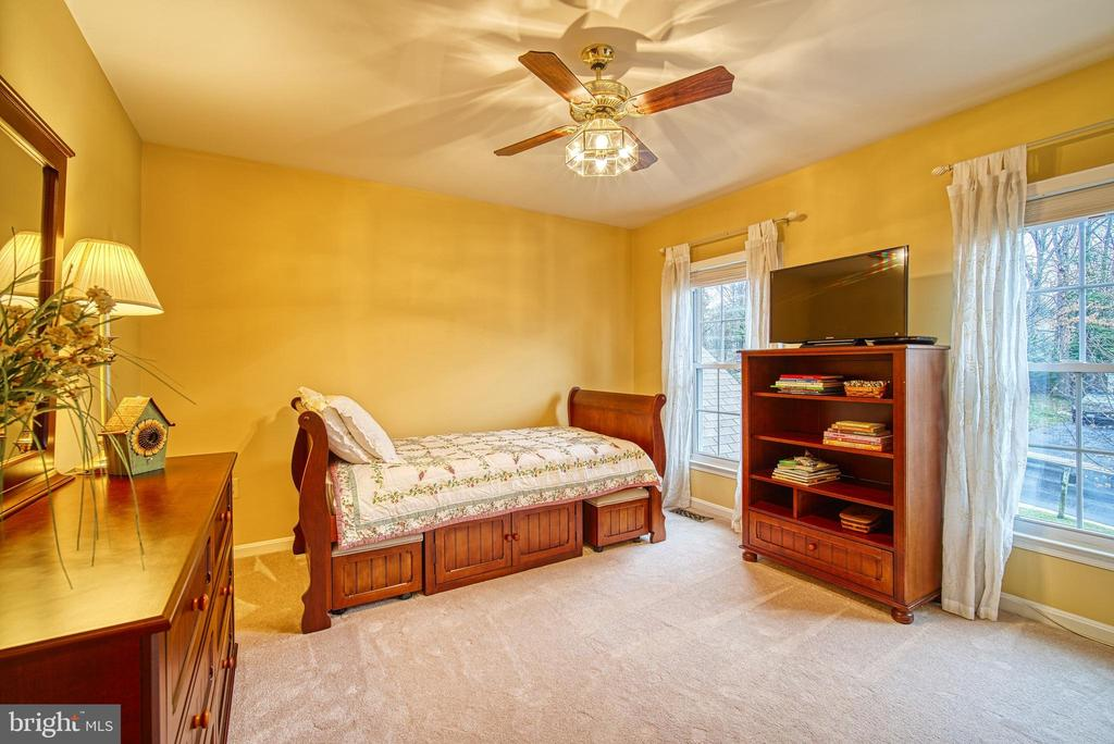 Second bedroom on upper level - 12204 KNIGHTSBRIDGE DR, WOODBRIDGE