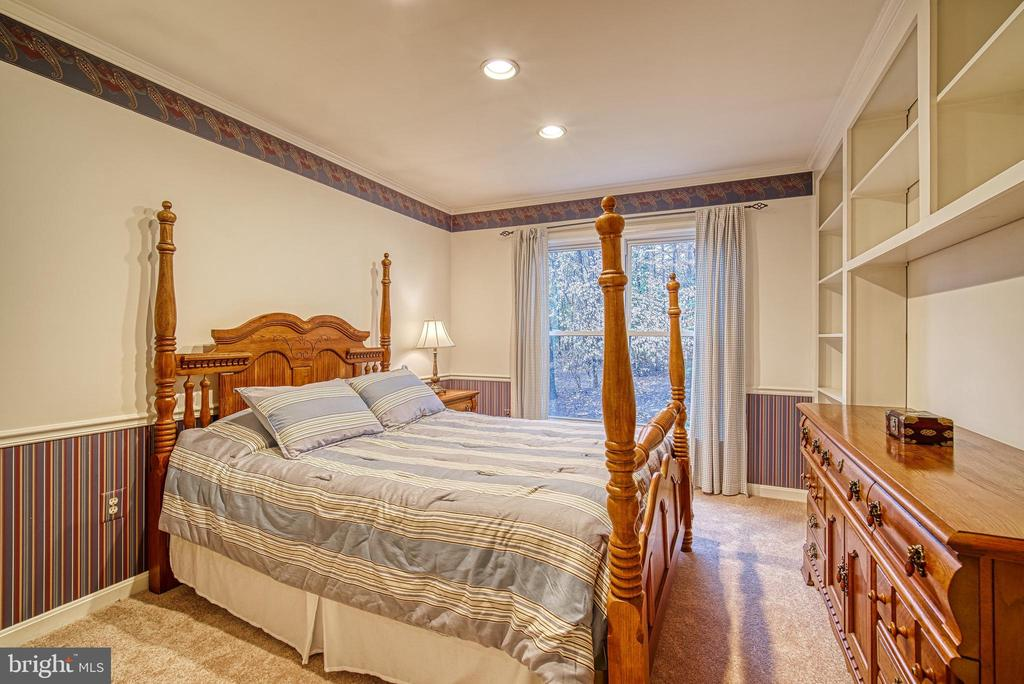 Main level bedroom with handicap access doorway - 12204 KNIGHTSBRIDGE DR, WOODBRIDGE