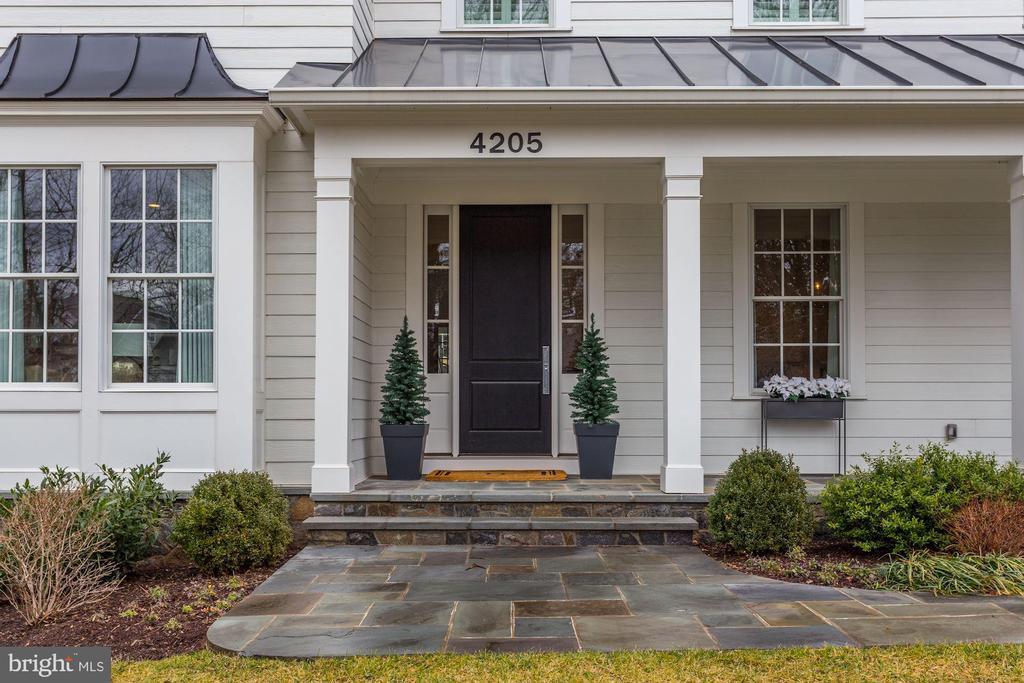Spacious front porch - 4205 GLENROSE ST, KENSINGTON