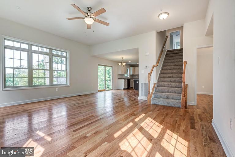 Open floorplan, Large window - 6722 HEMLOCK POINT RD, NEW MARKET