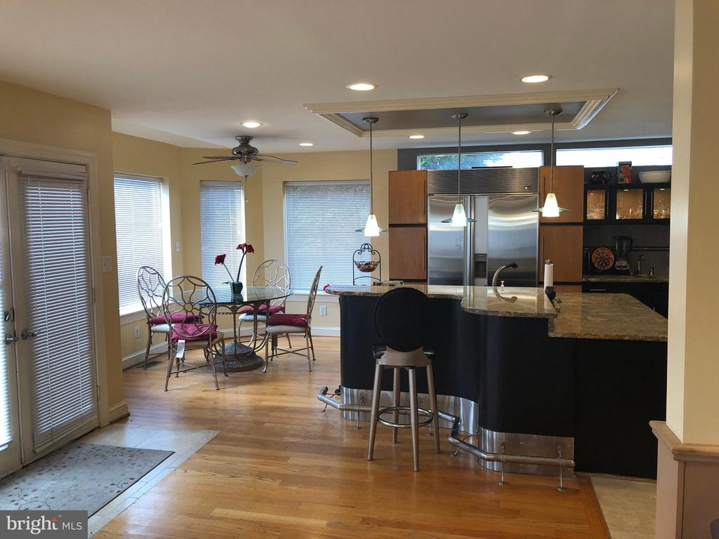 Kitchen bar or table space. Take your pick. - 6809 CALVERTON DR, HYATTSVILLE