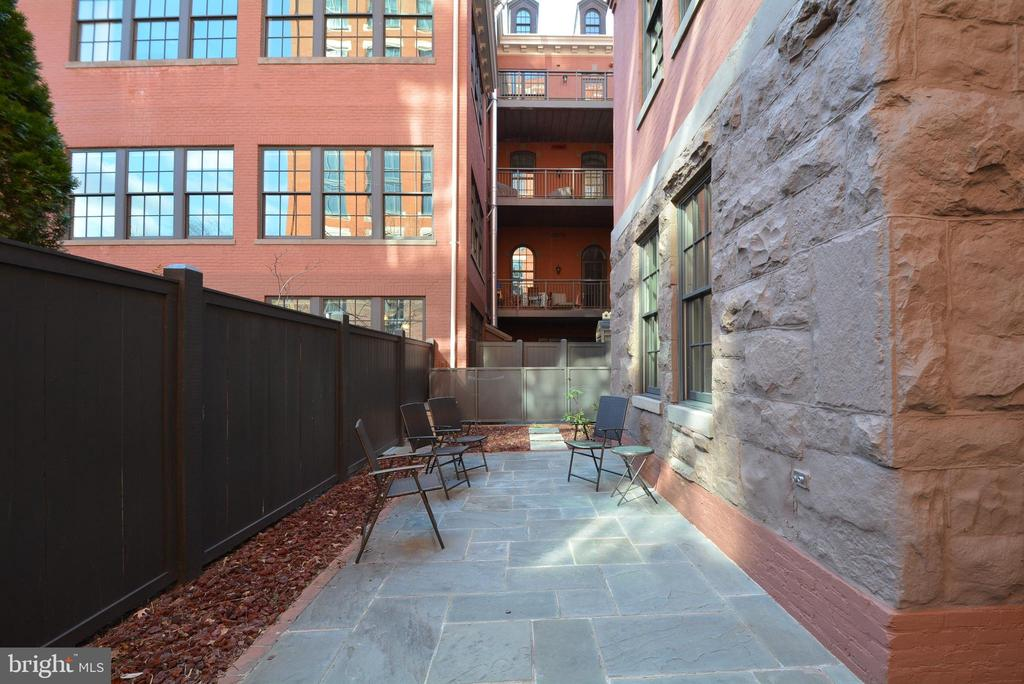 Entertaining Patio with Gate Entrance - 215 I ST NE #1A, WASHINGTON