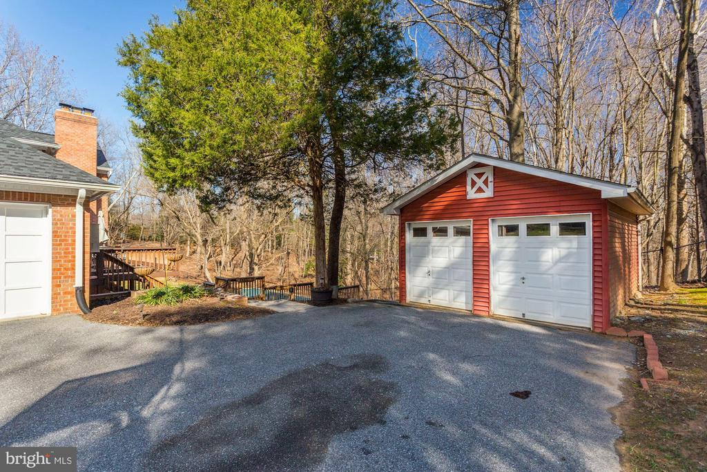 Large shed - 13701 ESWORTHY RD, GERMANTOWN